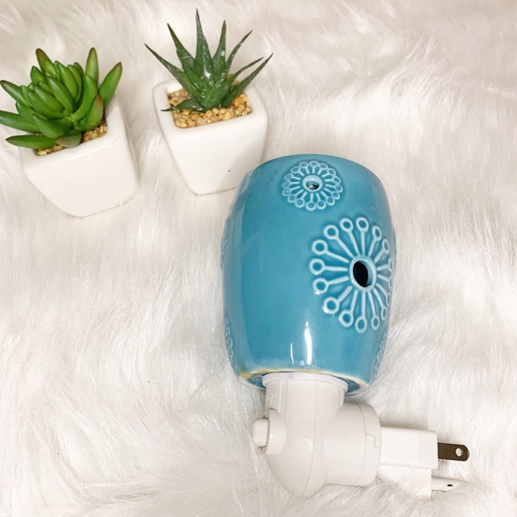 Scentsy Retro Blue Wall Plug In Wax Melter